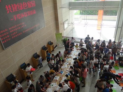 瑞安市图书馆举办手绘环保袋活动